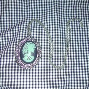 ❤️ Cameo Skeleton Necklace